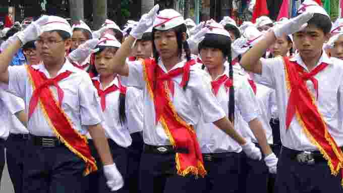 Image result for thanh thiếu niên khăn quàng đỏ